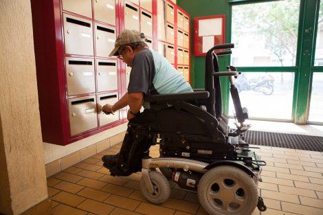 accessibilité boîte aux lettres fauteuil roulant logement